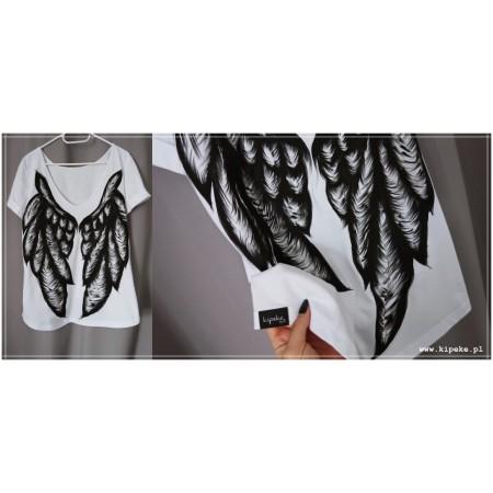skrzydła rysunek na plecach
