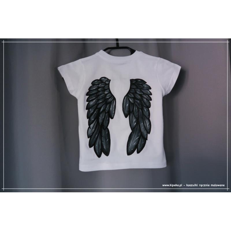 skrzydła w kolorze koszulka dziecięca rozmiar. 110 - rysunek na plecach, przód gładki